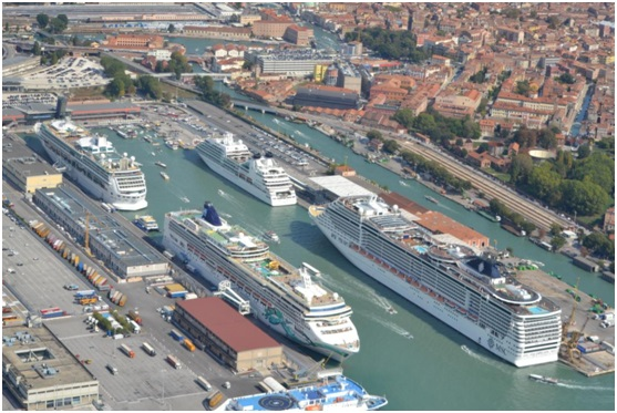 Large cruise ships transits banned at Venice
